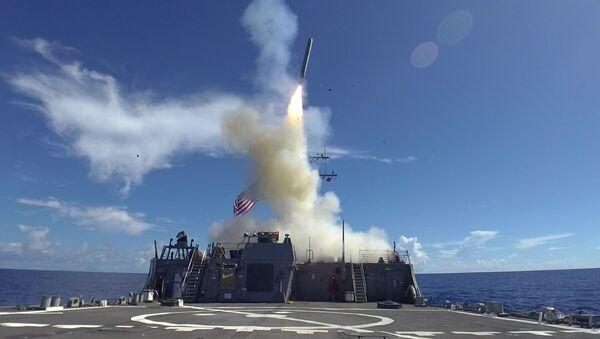 Lanzamiento de un misil estadounidense Tomahawk (imagen referencial) - Sputnik Mundo