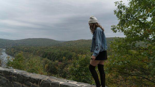 Una adolescente, imagen referencial - Sputnik Mundo