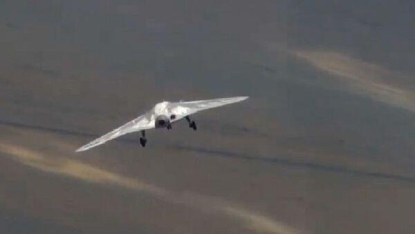El primer vuelo del dron Ojotnik - Sputnik Mundo