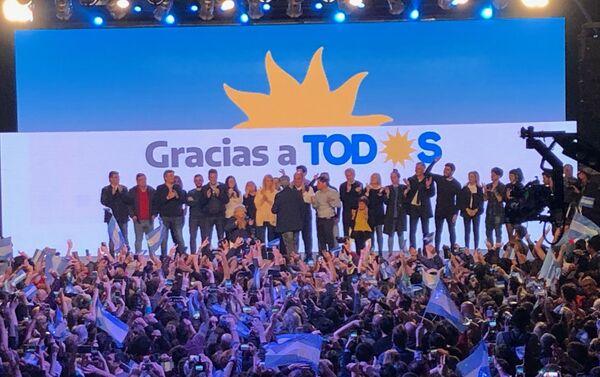 Celebración de la victoria en las elecciones primarias argentinas en el búnker del Frente de Todos - Sputnik Mundo