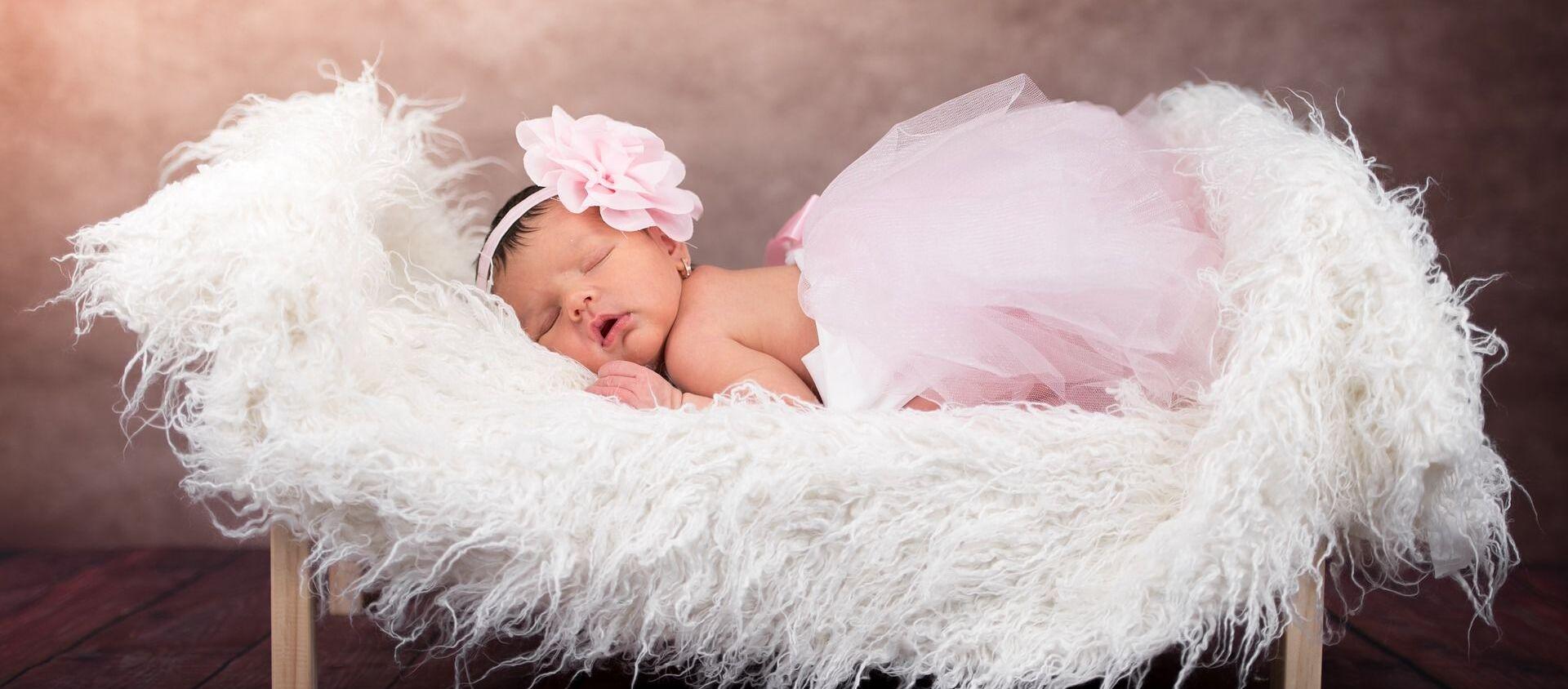 Una bebé recién nacida - Sputnik Mundo, 1920, 16.08.2019
