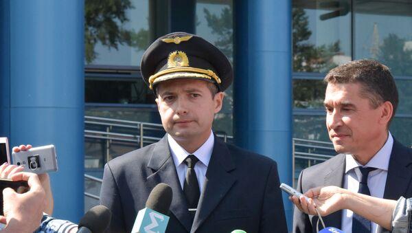 El piloto El piloto al mando del Airbus A321 Damir Yusupov - Sputnik Mundo