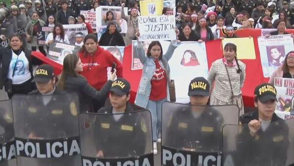 Mujeres marchan por el fin del feminicidio en Perú - Sputnik Mundo