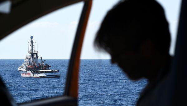 El barco de rescate de la ONG española Open Arms - Sputnik Mundo