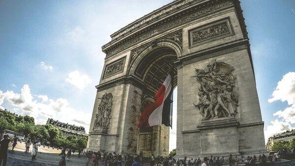 El Arco de Triunfo de París, Francia - Sputnik Mundo
