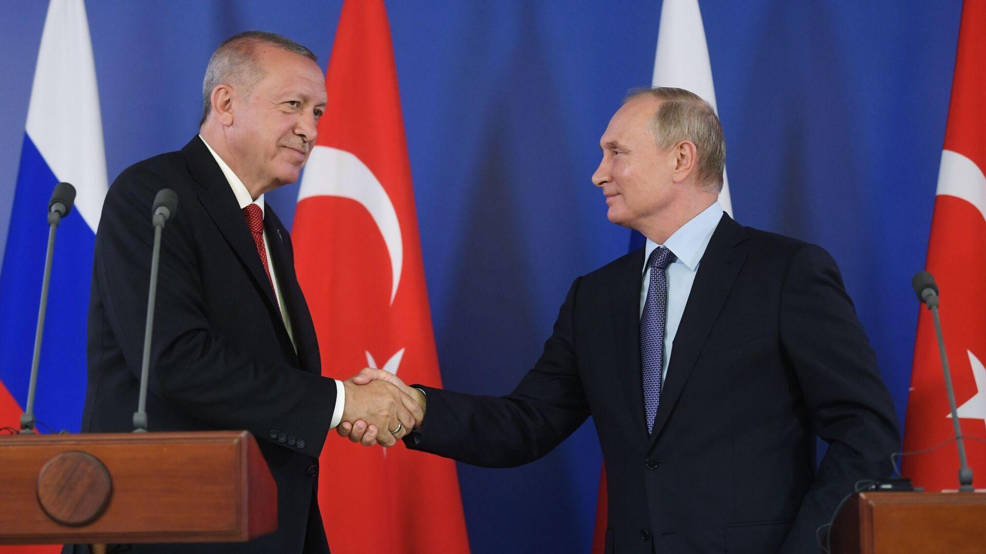 Президент РФ В. Путин и президент Турции Р. Т. Эрдоган посетили авиасалон МАКС 2019 - Sputnik Mundo, 1920, 21.08.2021