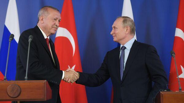 Президент РФ В. Путин и президент Турции Р. Т. Эрдоган посетили авиасалон МАКС 2019 - Sputnik Mundo