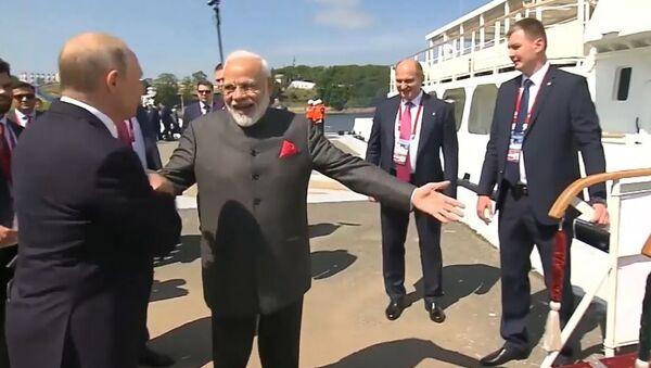 Un 'huracán' lleva a Putin y a Modi a una instalación estratégica del Lejano Oriente - Sputnik Mundo