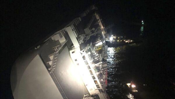 El buque Golden Ray, naufragiado en la costa de Georgia (EEUU), el 8 de septiembre de 2019 - Sputnik Mundo