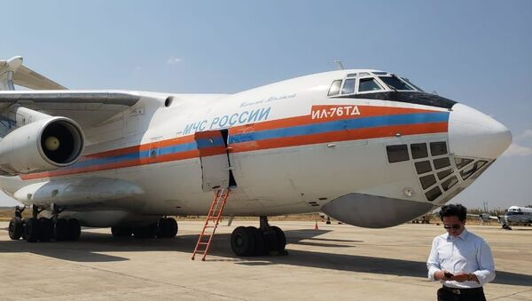 El avión contraincendios ruso Il-76 - Sputnik Mundo