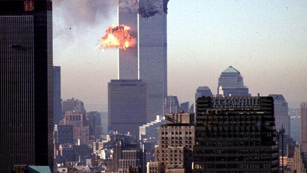 Un avión choca contra las Torres Gemelas de Nueva York el 11 de septiembre de 2001 - Sputnik Mundo