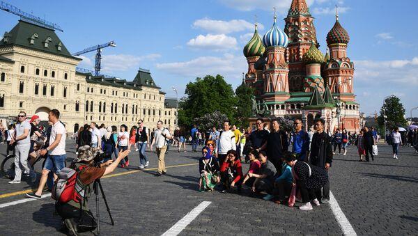 Turistas en la Plaza Roja de Moscú - Sputnik Mundo