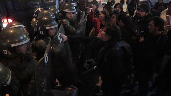 Enfrentamientos en Chile en el homenaje a Salvador Allende - Sputnik Mundo