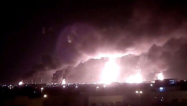 Incendios en las refinerías de la compañía Saudi Aramco - Sputnik Mundo