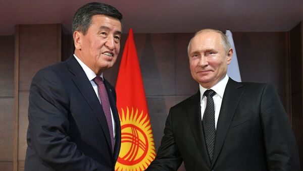Los presidentes de Kirguistán y Rusia, Sooronbái Zheenbékov y Vladímir Putin - Sputnik Mundo