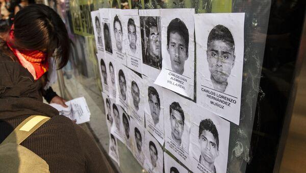 Retratos de los 43 estudiantes de Ayotzinapa desaparecidos (archivo) - Sputnik Mundo