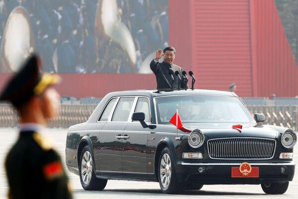 Президент Китая Си Цзиньпин на военном параде в честь 70-летия образования КНР в Пекине  - Sputnik Mundo