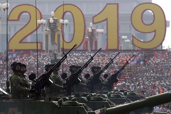 Военная техника на параде в честь 70-летия образования КНР в Пекине - Sputnik Mundo