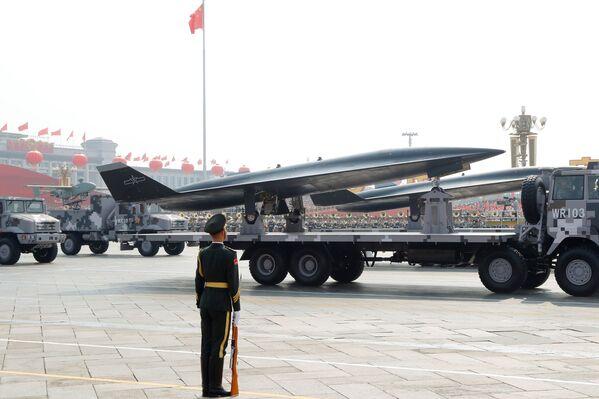 WZ-8 сверхзвуковой разведывательный беспилотник на военном параде в честь 70-летия образования КНР в Пекине - Sputnik Mundo