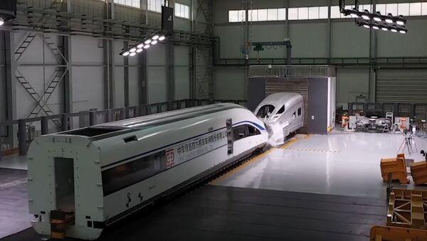Prueba de choque de trenes en China - Sputnik Mundo