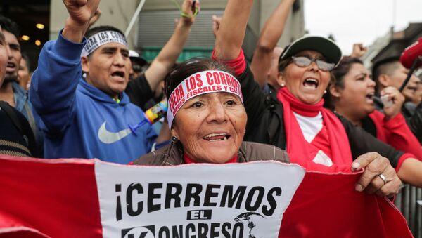 Movilización en apoyo al cierre del Congreso de Perú - Sputnik Mundo