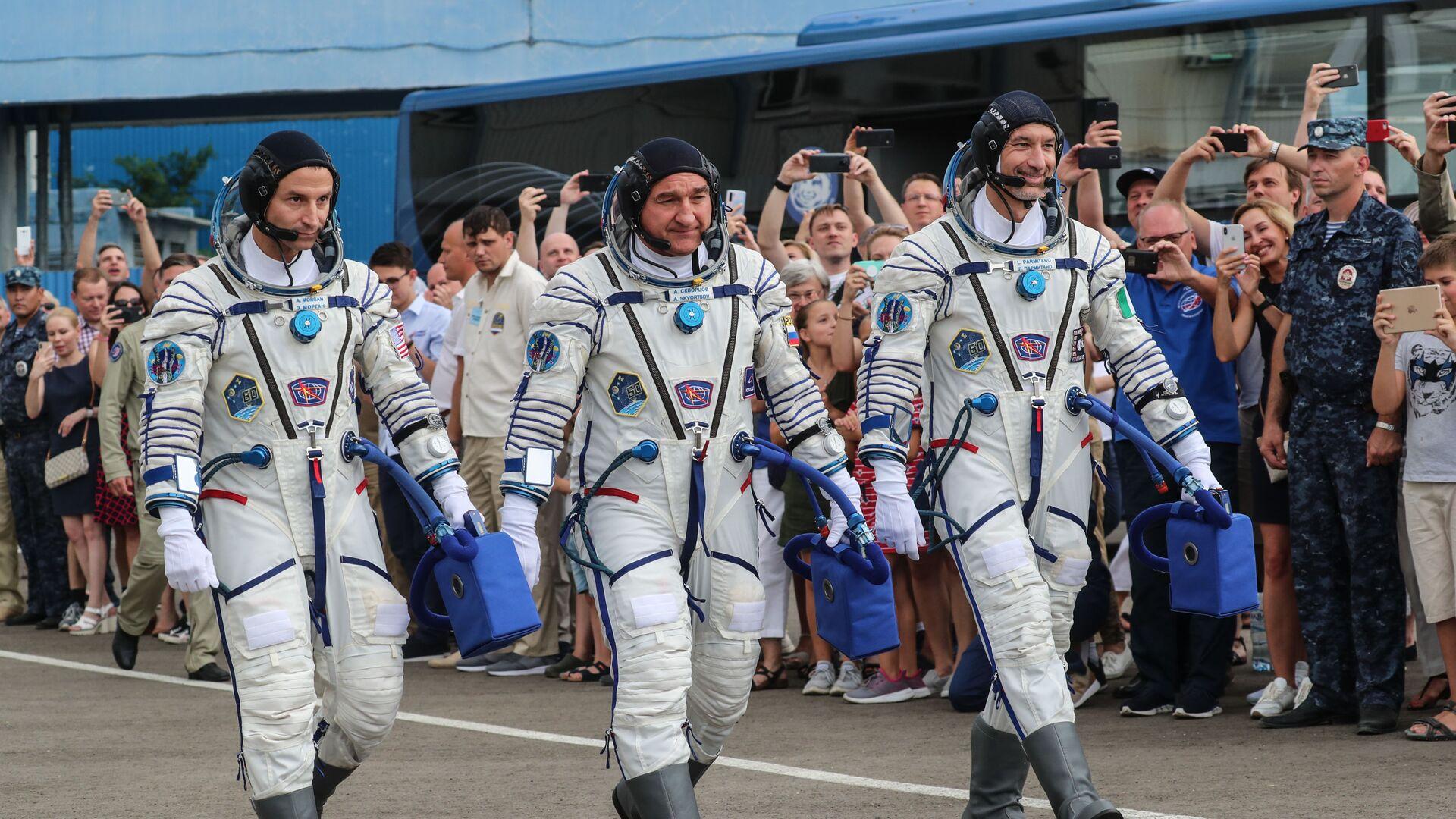 El astronauta estadounidense Andrew Morgan, el cosmonauta ruso Alexandr Skvortsov y el italiano Luca Parmitano - Sputnik Mundo, 1920, 16.02.2021