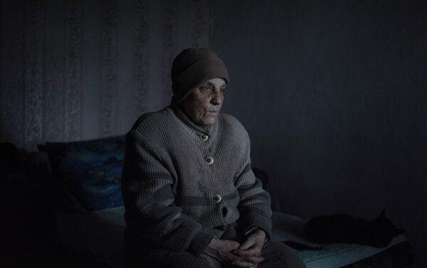 Zinaída Pavlova, residente del pueblo Kominternovo de la región de Donetsk (foto de la serie Zona Gris) - Sputnik Mundo