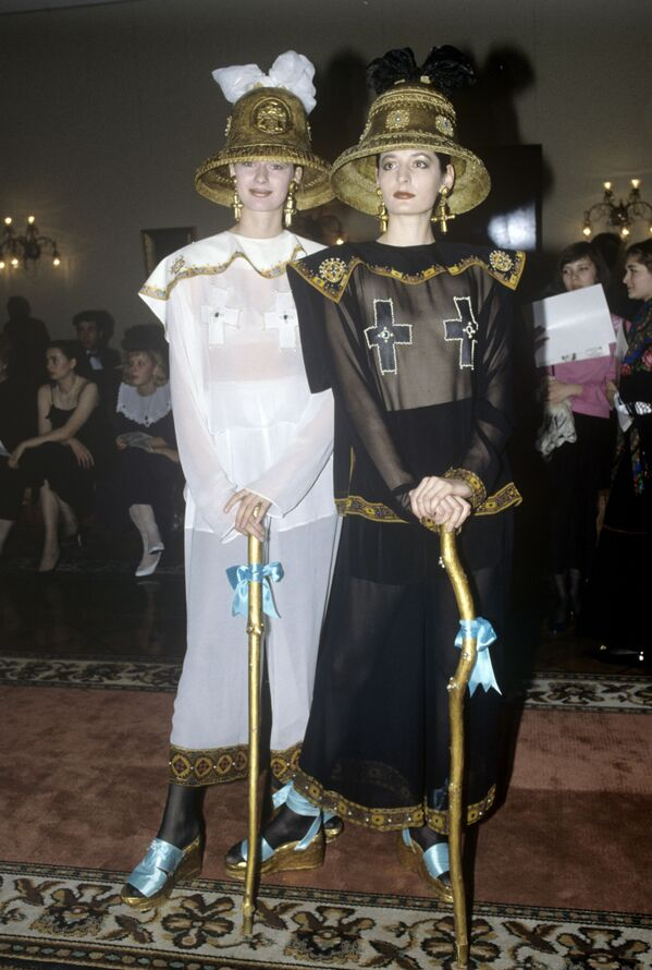 Desfile de modelos durante una cena benéfica en la Casa de los Sindicatos en 1991 - Sputnik Mundo