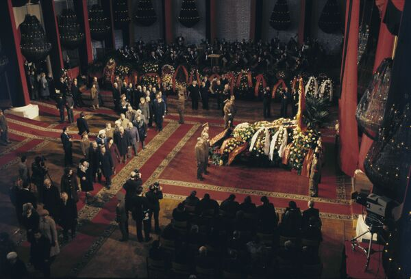 Ceremonia de despedida de Leonid Brézhnev, secretario general del Partido Comunista de la Unión Soviética - Sputnik Mundo