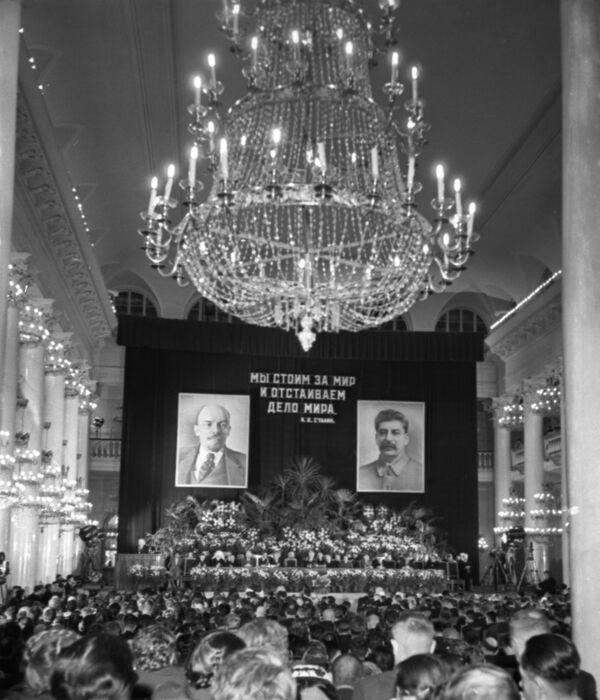La Sala de las Columnas durante la III Conferencia de los partidarios de la paz - Sputnik Mundo
