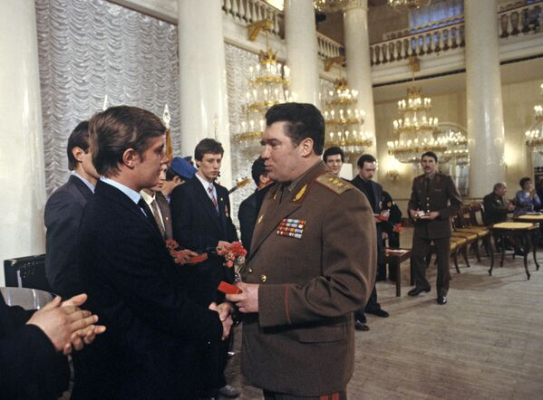 Entrega de medallas a soldados que hicieron el servicio militar en Afganistán - Sputnik Mundo