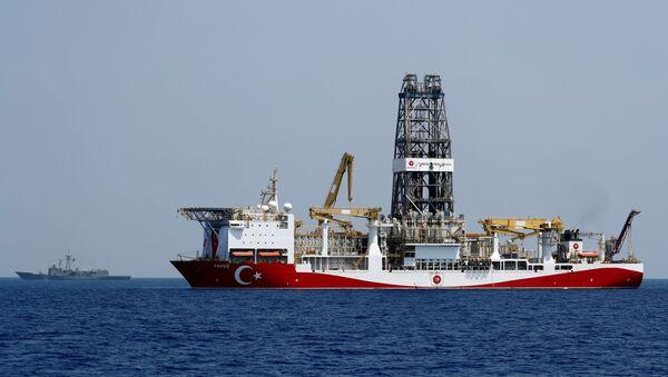 Un buque perforador turco en el mar Mediterráneo - Sputnik Mundo