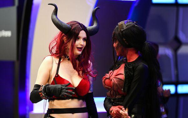 'Cosplayers' en la Comic Con de Rusia de 2019 - Sputnik Mundo