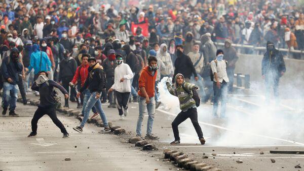 Protestas masivas en Ecuador contra las medidas económicas del Gobierno - Sputnik Mundo