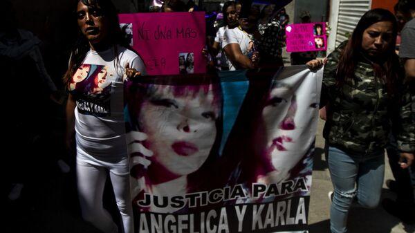 Familia de Angélica y Karla, madre e hija asesinadas en la colonia Jardines de Morelos, durante la caravana contra los feminicidios en Ecatepec, Estado de México - Sputnik Mundo