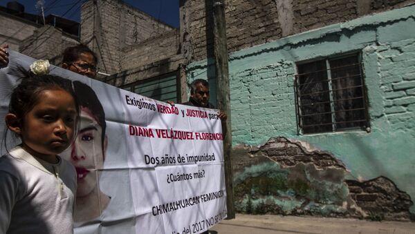 Familia de Diana Velázquez Florencio, asesinada en 2017 cuyo caso sigue impune, durante a caravana contra el feminicidio en Ecatepec, Estado de México - Sputnik Mundo
