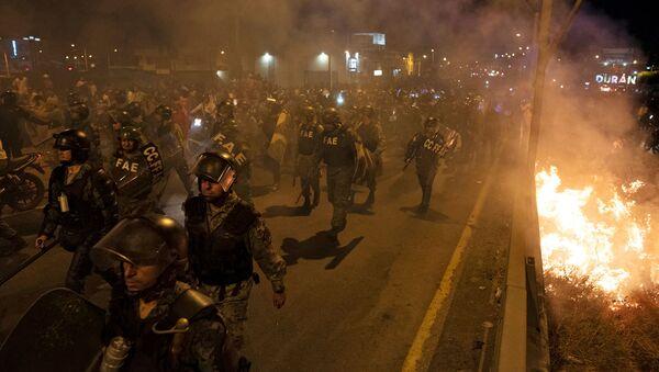 Los policías en las protestas en Hong Kong - Sputnik Mundo