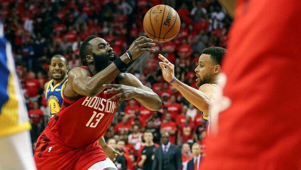 El equipo de Houston Rockets en un partido de la liga de baloncesto profesional estadounidense, NBA - Sputnik Mundo