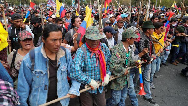 Manifestantes se movilizan contra las medidas de Lenín Moreno en Quito, Ecuador - Sputnik Mundo