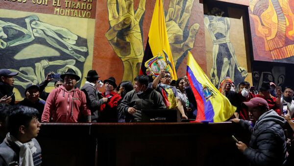 Manifestantes en la Asamblea Nacional de Ecuador  - Sputnik Mundo