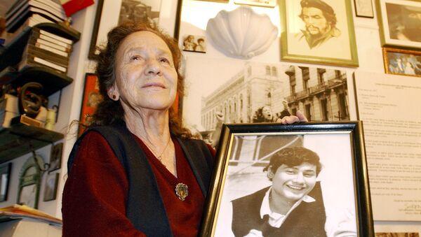 Rosario Ibarra de Piedra con un retrato de su hijo, Jesús Piedra Ibarra - Sputnik Mundo