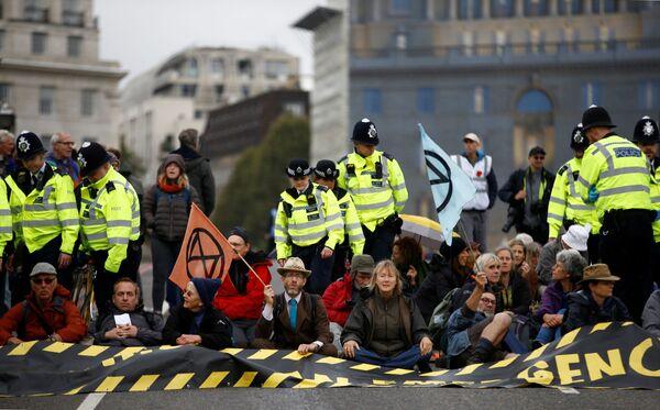 Las multitudinarias protestas contra el cambio climático recorren el planeta - Sputnik Mundo