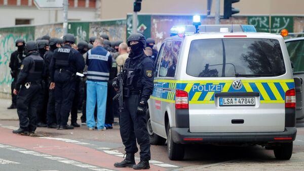 La Policía alemana en el lugar del tiroteo en Halle - Sputnik Mundo
