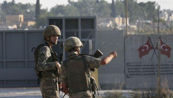 Los soldados turcos en la frontera turco-siria - Sputnik Mundo