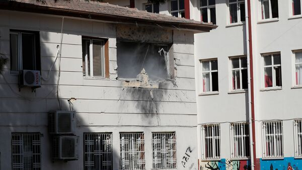Un edificio dañado en Akcakale por ataques kurdosirios  - Sputnik Mundo