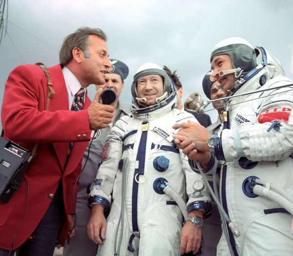 Alexéi Leónov, el primer caminante espacial del planeta - Sputnik Mundo