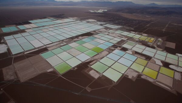 Piscinas de litio de SQM en Atacama, Chile - Sputnik Mundo
