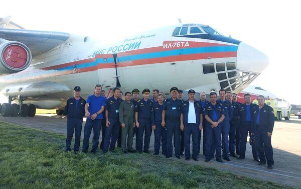 La tripulación del avión contraincendios ruso Il-76 en Bolivia - Sputnik Mundo