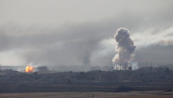 Bombardeos durante la operación militar turca en Siria - Sputnik Mundo