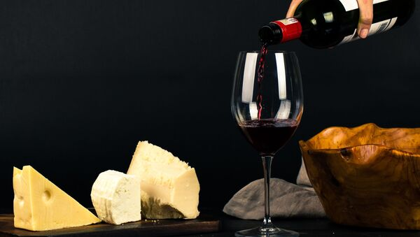 Vino y queso (imagen referencial) - Sputnik Mundo